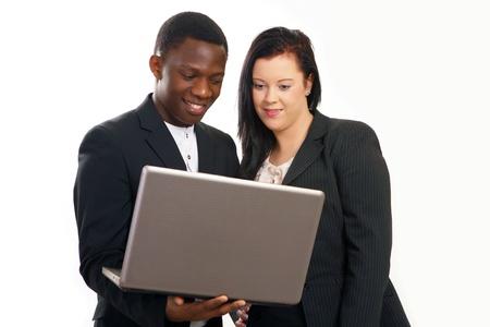 razas de personas: Empresas conversaci�n con port�tiles las personas de raza mixta