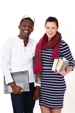 mixed race: Sonriendo los estudiantes universitarios de raza mixta