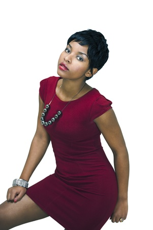 femme noir sexy: Jolie mannequin en robe rouge courte Banque d'images