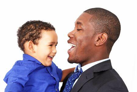2 to 3 years: Padre con il figlio in stato d'animo giocoso