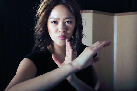 artes marciales: Chica artes marciales en un combate cuerpo pose Foto de archivo