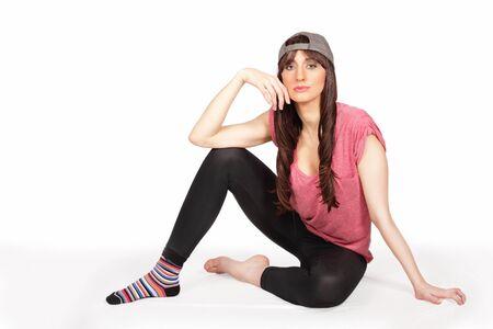 hanging around: Pretty girl dando vueltas en casuals cobarde Foto de archivo