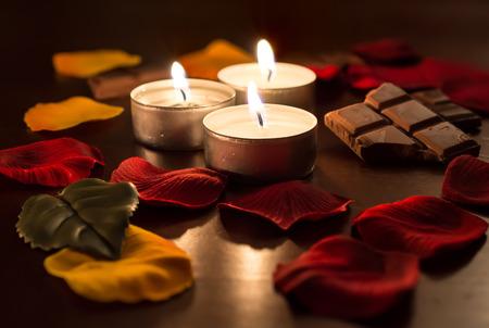 cioccolato natale: Tealights romantico con cioccolato e petali di Rosa