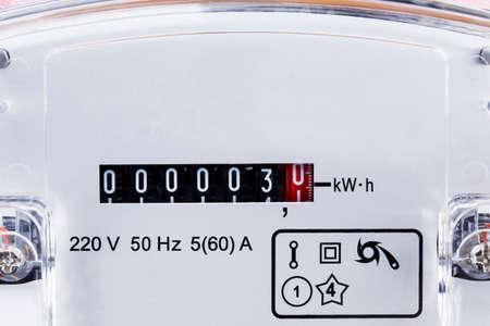 electric meter: los números en la un medidor de electricidad Foto de archivo