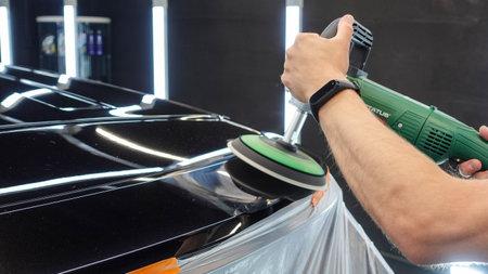 Car polishing roof detailing