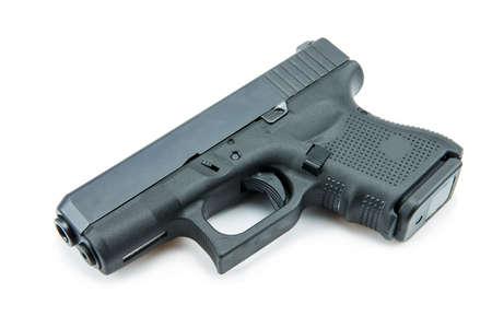 automatische 9mm. pistool pistool op een witte achtergrond.