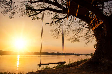 river side: lone swing at river side and sunset ,Thailand Archivio Fotografico