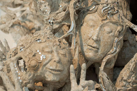 ghost face: Santo faccia dall'inferno, concettuali decorazioni scultura in Rongkhun Tempio Chiangrai, Thailandia.