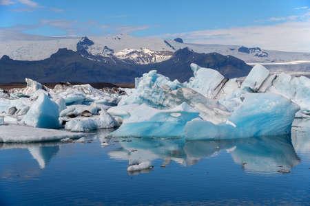 Icebergs in Jokulsarlon glacier lagoon. Vatnajokull National Park, Iceland Summer. Фото со стока