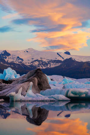 Icebergs in Jokulsarlon glacier lagoon. Vatnajokull National Park, Iceland Summer.Midnight Sun. Stok Fotoğraf