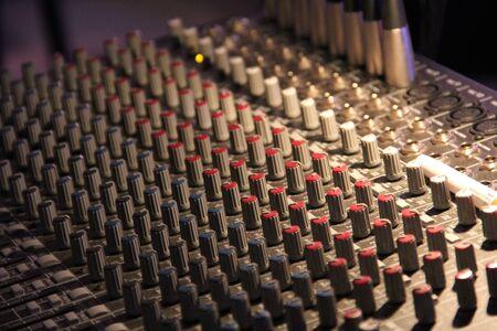 sound mixing board 版權商用圖片 - 68095232