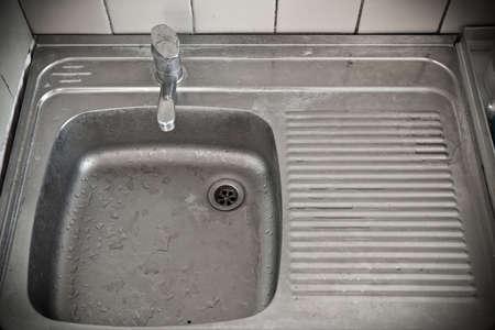 schmutzigen Metall-Waschbecken Lizenzfreie Bilder