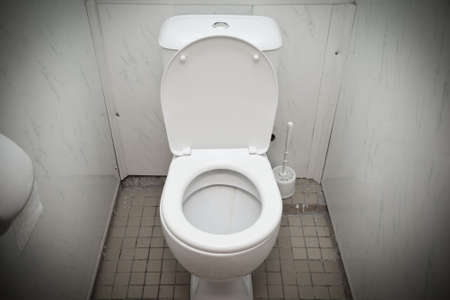 G�nstige wei�e Toilette im Badezimmer