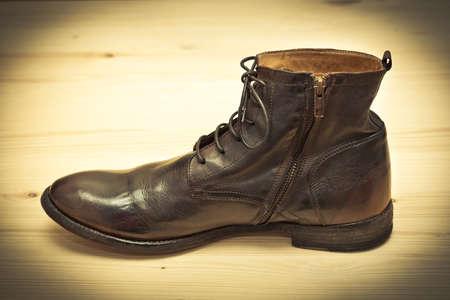 zapatos escolares: Zapatos de los hombres de moda. Estilo retro. Antiguo zapatos de la escuela hecho a mano Foto de archivo
