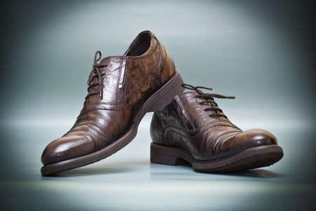 Mode-Klassiker teuren Lederschuhe auf abstrakten Hintergrund Lizenzfreie Bilder