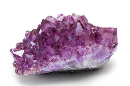 De amethist steen close-up geïsoleerd op een witte achtergrond Stockfoto