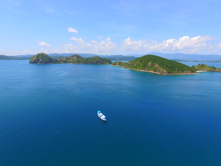 Lonely boat in Flores Sea Indonesia 版權商用圖片