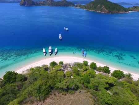The Aerial View of Bidadari Island Flores 스톡 콘텐츠