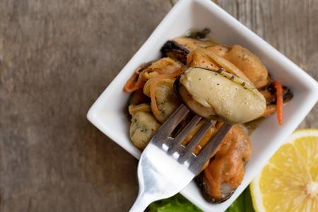 Pickled mussels with carrot, lemon juice and oil. Reklamní fotografie