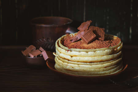 Sweet pancakes chocolate topping. Homemade pancakes with chocolate breakfast. Morning dessert cocoa pancakes on a plate 免版税图像