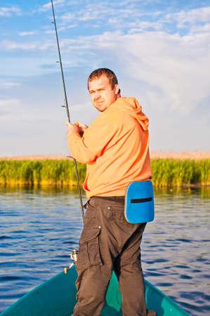 漁師を見て慎重にバック、密猟者のような。