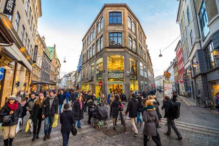 コペンハーゲン - 2013 年 12 月 31 日人の観衆ストロイエ通り 2013 年 12 月 31 日にコペンハーゲン 報道画像