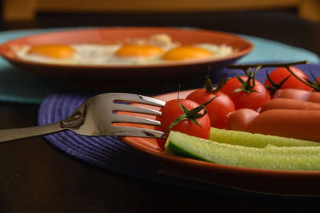 テーブルの上の料理を学士号朝食食品。正面から見た図。 写真素材