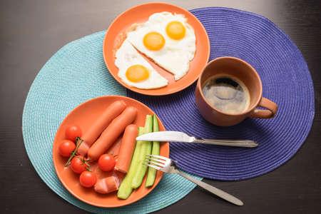 テーブルの上の料理を学士号朝食食品。平面図です。