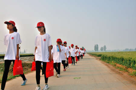 Late spring, the school held a long-distance walking events. Distance of about thirty kilometers. This activity is training the student body, but also to enable students to get close to nature. Xingtai City, Hebei, China, May 27, 2011.