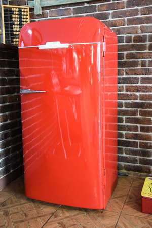 Old red vintage fridge, in a natural setting. Current Antiques. Cafe. 写真素材 - 133733376