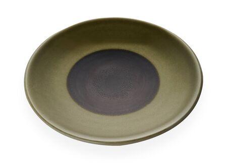 Placas de cerámica vacías, placa verde clásica aislada sobre fondo blanco con trazado de recorte, vista lateral