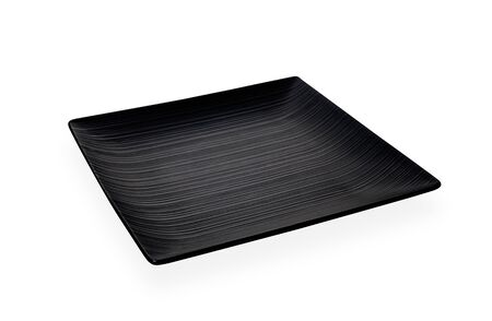 Placa negra cuadrada, placa de cerámica negra oscura vacía con patrón de rayas aislado sobre fondo blanco con trazado de recorte, vista lateral Foto de archivo