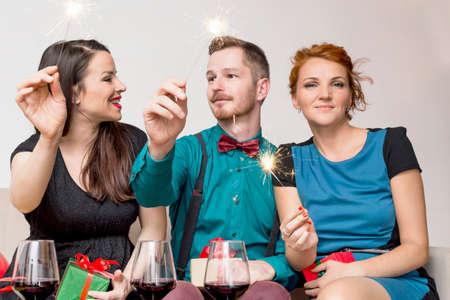 galletas de jengibre: Three friends celebrating Foto de archivo
