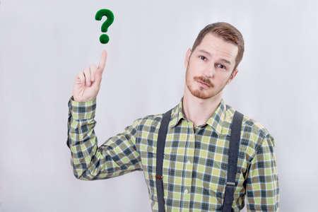 preguntando: Hombre haciendo una pregunta
