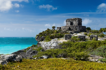 tulum: Tulum Ruins by the Caribbean Sea