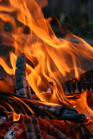 under fire: se trata de un cierre de disparo de fuego bajo mi grill como fondo agradable