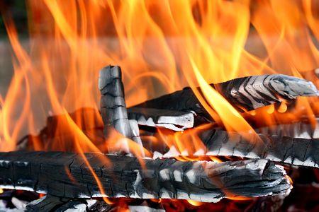 Dies ist ein Close up Shot of Fire unter meinem Grill wie sch�nen Hintergrund Lizenzfreie Bilder