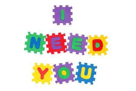 Message I NEED YOU aus Buchstaben Puzzle, isoliert auf weiss. Lizenzfreie Bilder