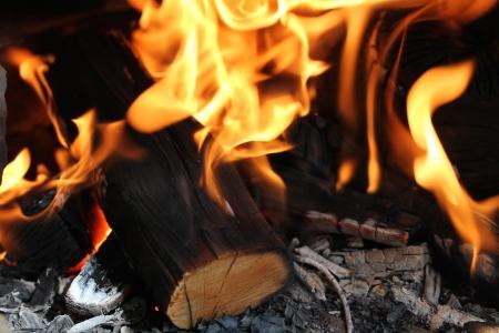 under fire: Fuego bajo la barbacoa, para algunos antecedentes fuego.