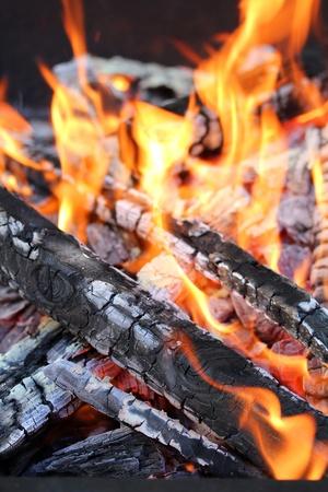 Feuer unter dem Grill, seit einiger Feuer Hintergrund.