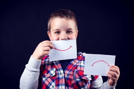 Young teen select between positive and negative expressions. Children and emotions concept Banque d'images - 131702541