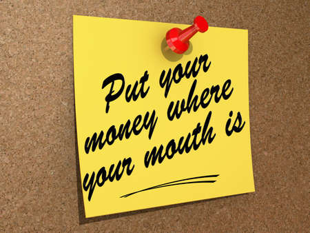 A note pinned to a cork board with the text Put Your Money Where Your Mouth Is. 版權商用圖片