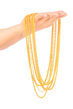 gouden ketting in de linker hand geïsoleerd op wit