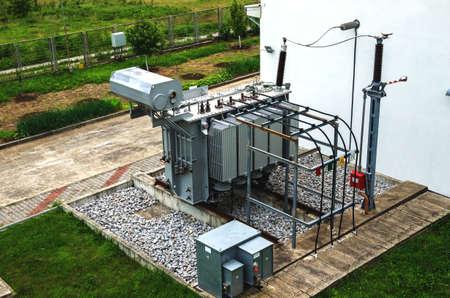 isolator: Power transformer in switchgear.