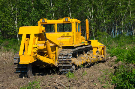 Agricultural machine. Bulldozer. Heavy-duty construction for increased shear stress on tracks with increased roots and stumps.