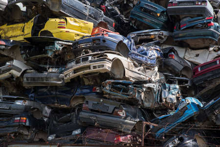 Cars prepared for recycled. 新闻类图片
