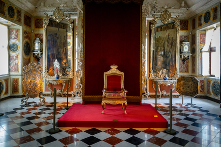 COPENHAGEN, DENEMARKEN - 25 juni 2016: Christelijke VI's troon in het kasteel van Rosenborg