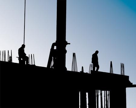 andamio: Sitio de construcci�n con gr�a y los trabajadores.Conjunto de hormig�n y encofrados Foto de archivo
