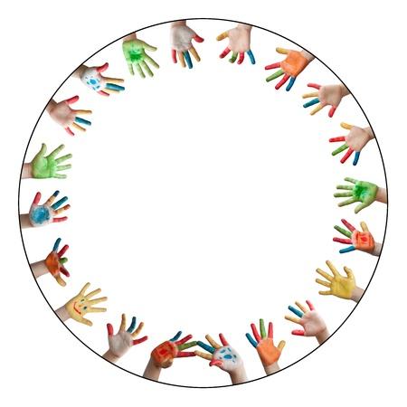 hand schilderen: Geschilderde kleurrijke handen. Circle frame met handen