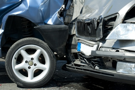 auto schade: Twee gecrashte auto's close up Stockfoto